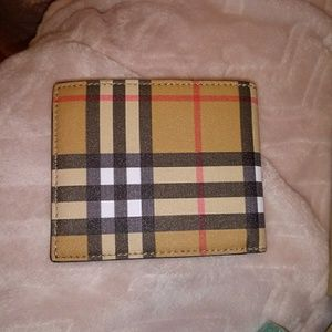 Im selling my brand new burberry  wallet